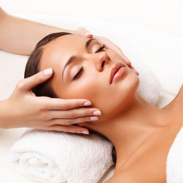 face-massage-close-up-of