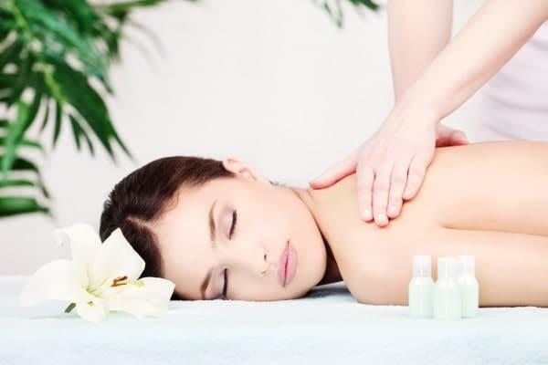 woman-on-shoulder-massage
